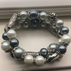 Jewelry - Ornate Gray/Pearl Beaded Stretch Bracelet